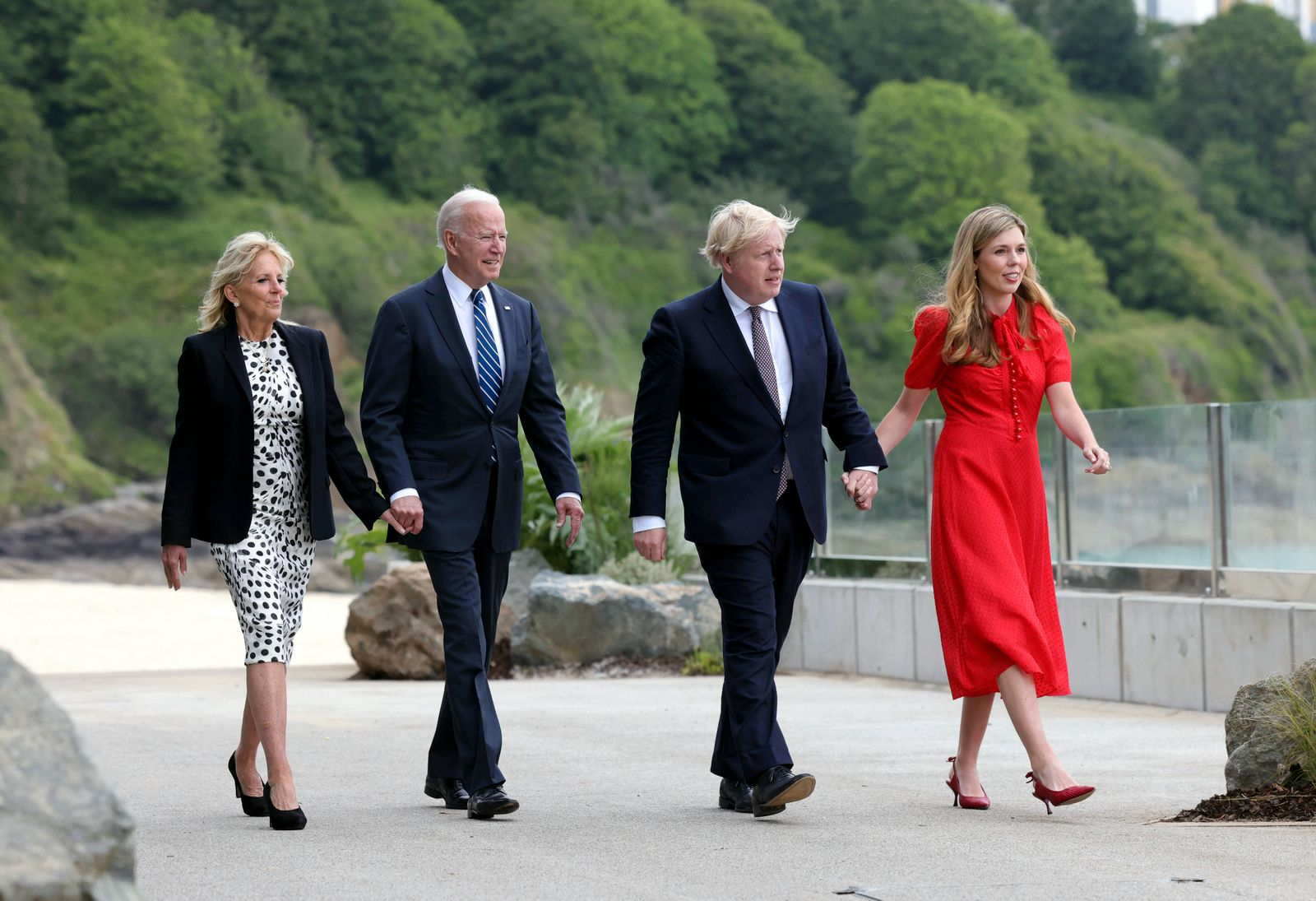 (210610) -- FALMOUTH (BRITAIN), June 10, 2021 -- British Prime Minister Boris Johnson (2nd R) and his wife Carrie Symon