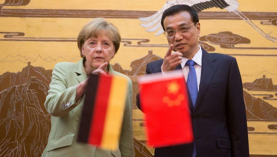 Bundeskanzlerin Merkel und Chinas Ministerpräsident Li Keqiang: Vor wenigen Tagen erst besuchte die Kanzlerin die Volksrepublik China. Im Schlepptau waren auch Manager der deutschen Autobauer