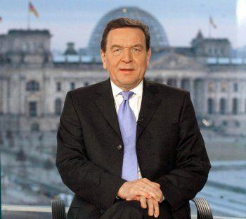 """""""Alles wird überlagert von der Vorstellung, dass dieses Land in Bedrängnis kommt, weil man zehn Euro pro Quartal beim Arzt abliefern soll. Als wenn das die Schicksalsfrage der Nation wäre."""" Gerhard Schröder, Bundeskanzler (SPD)"""