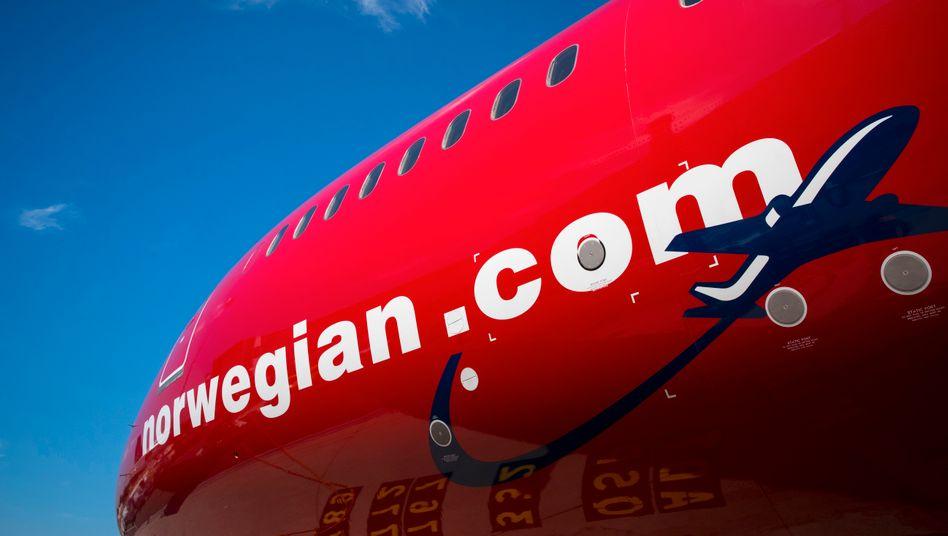 Fast alle Maschinen am Boden: Der Airline Norwegian droht das Geld auszugehen. In ihrer Not erwägt die Geselschaft auch den Vekauf von Flugzeugen. Doch zu einem vernünftigen Preis dürfte sich das in der branchenweiten Krise schwierig gestalten.