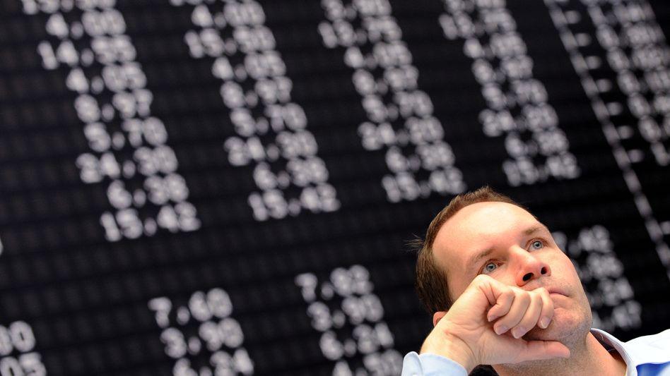 Händler in Frankfurt: Warten auf die Entscheidung der US-Notenbank am Abend