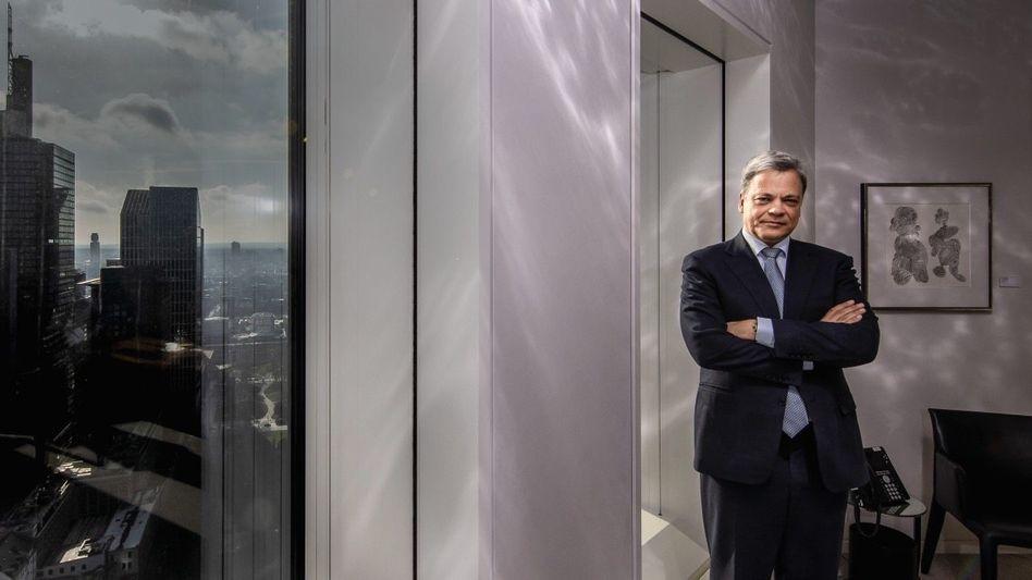 Endlich Nummer eins:Bei der Allianz istManfred Knofder Sprung ganz an die Spitze nicht gelungen. Er steigt vom Spartenleiter der Deutschen Bank (hier in einem Konferenzraum) zum Commerzbank-CEO auf.
