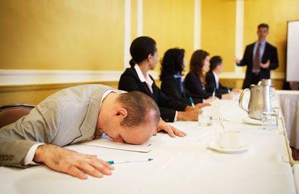 Unmotivierte Mitarbeiter: Sie können Unternehmen durch reichlich Fehltage und ungenaues Arbeiten bares Geld kosten