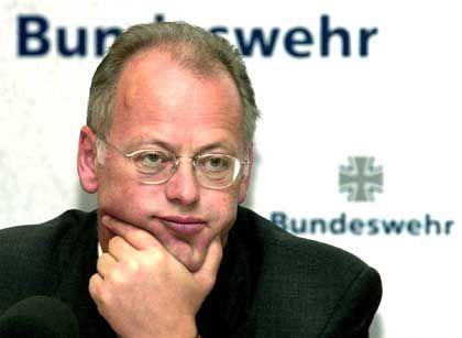Glückloser Verteidigungsminister: Rudolf Scharping wird abgelöst
