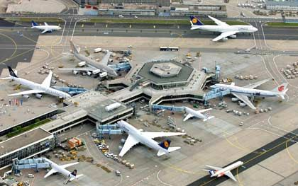 Frankfurter Flughafen: Passagierentwicklung wie nach dem 11. September 2001