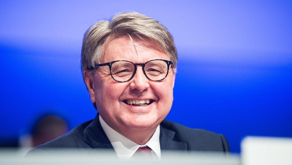 Theodor Weimer ist sehr aktiv: Bei der Deutschen Börse ist er Vorstandschef, beim FC Bayern Aufsichtsrat und auch bei Knorr-Bremse und der Deutschen Bank will der 60-Jährige in das Kontrollgremium