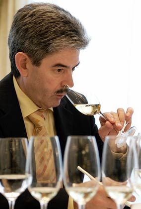 Geschmacksprobe: Weinhändler Visentin beim mm-Test