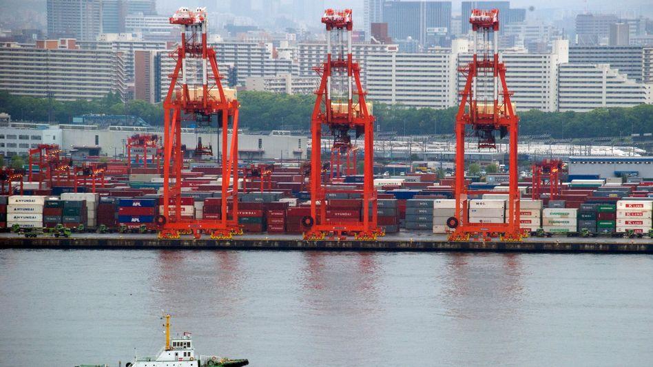 Hafen in Tokio: Japan hat im Januar deutlich weniger exportieren können