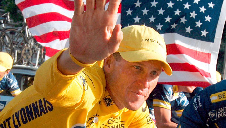 Sieg im Jahr 2004: Tour-de-France-Gewinner Lance Armstrong mit seinem damaligen Team U.S. Postal