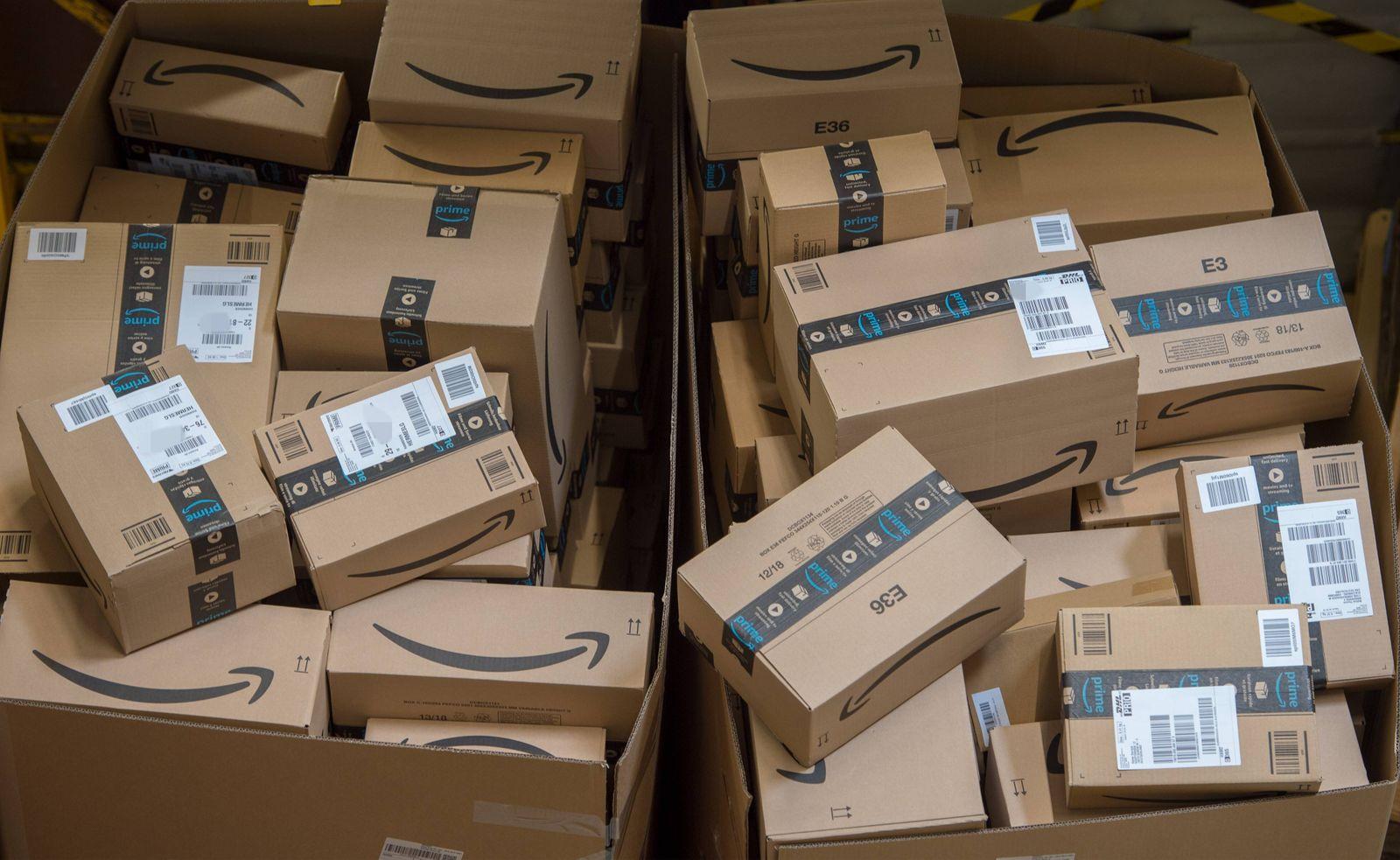 Logistiklager HAM2 von Amazon in Winsen Winsen *** Logistics warehouse HAM2 from Amazon in Winsen