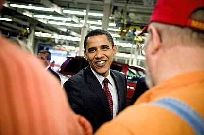 """""""Erster wichtiger Schritt, die Wirtschaft wieder in Gang zu bringen"""": Barack Obama im Gespräch mit Arbeitern von General Motors"""