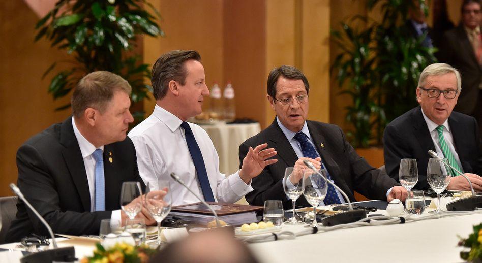 Hemdsärmelig: David Cameron bei den Verhandlungen in Brüssel