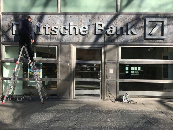 Die Deutschen Bank schließt vorübergehend 200 Filialen