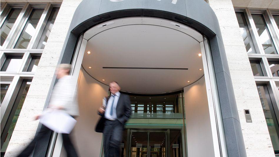 Eingang zur Eon-Zentrale in Düsseldorf: Hier soll jeder zweite Arbeitsplatz wegfallen