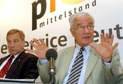 "Stolpe (rechts) mit Superminister Clement: Bisherige Kalkulation ""sehr gering"""