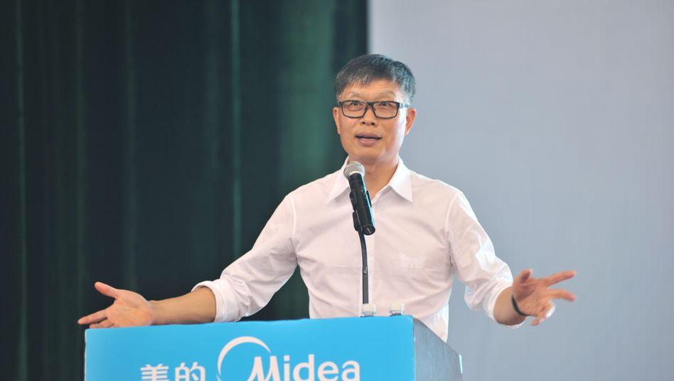 """Blumige Ansprache des Großen Vorsitzenden Paul Fang: """"Wir müssen blühen oder verwelken"""""""
