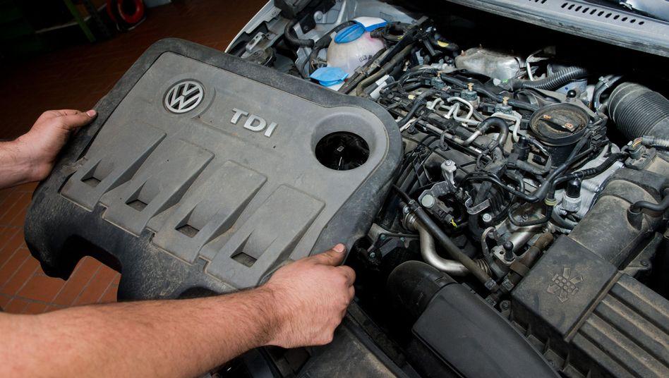 2.0 Liter TDI Dieselmotor vom Typ EA189: Wer seinem Auto mit diesem Motor das Software-Update verweigert, muss in den nächsten Wochen und Monaten mit der Zwangsstilllegung seines Autos rechnen