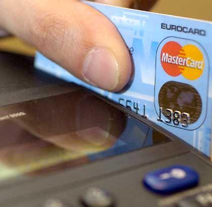 Mastercard: Händler dürfen Preisaufschlag bei Kartenzahlung kassieren