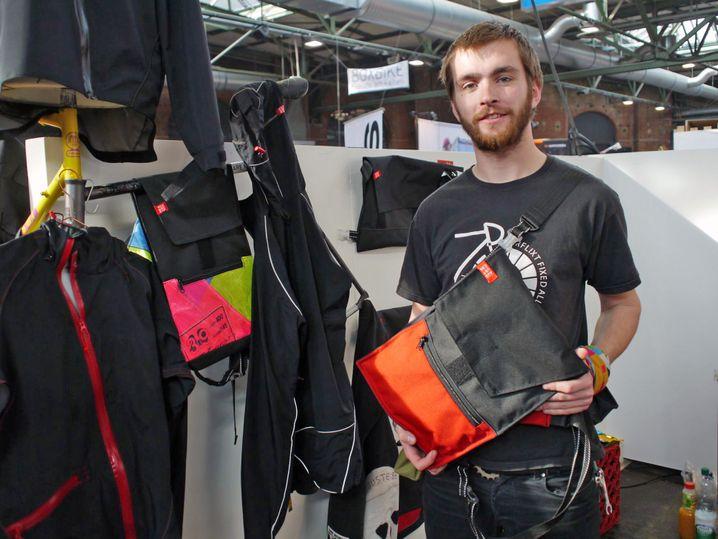 Auguste86: Philipp Heyna zeigt kompakte Tasche aus Rostock