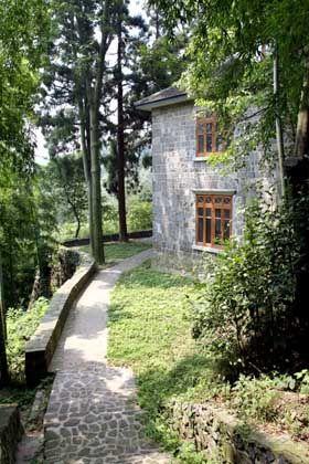 Häuschen im Grünen: Kaufmänner, Missionare und Diplomaten suchten schon vor 100 Jahren Erholung in ihren Villen im Schatten der Bambuswälder