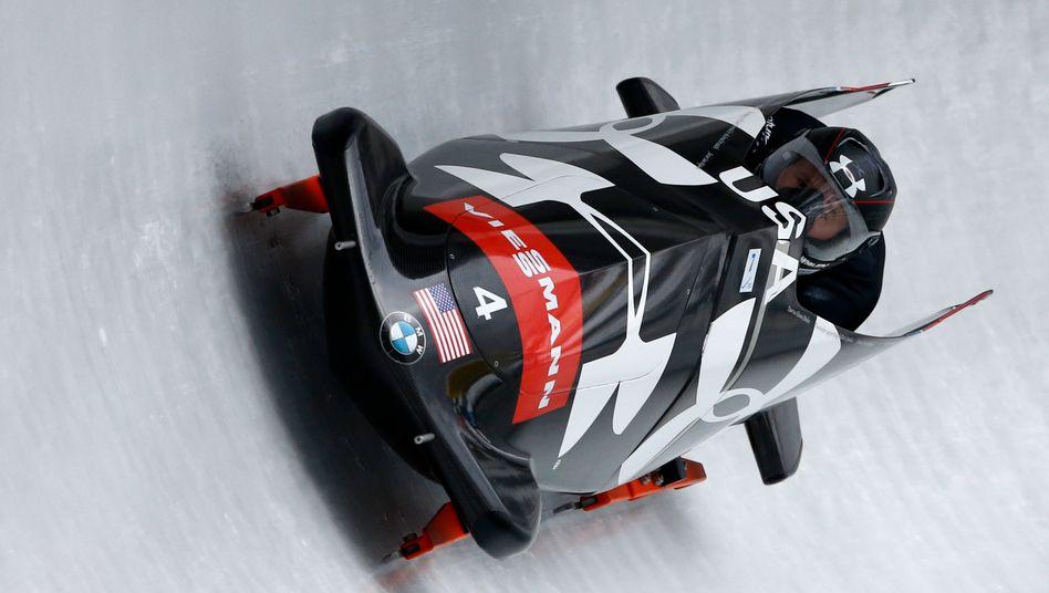 Ein BMW für den Eiskanal: US-Bobfahrer Steven Holcomb and Curtis Tomasevicz bei einem Weltcup-Rennen in Königssee
