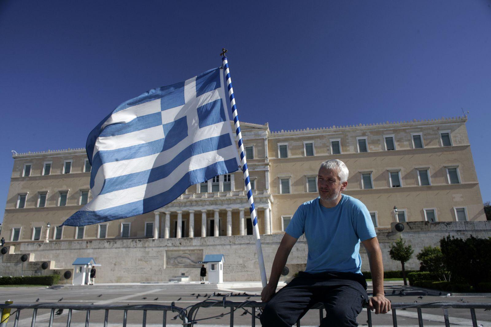 Griechenland/ Parlametsgebäude/ Flagge