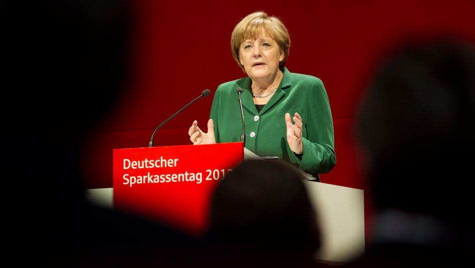 """Kanzlerin Angela Merkel: Die EZB """"müsste für Deutschland im Augenblick die Zinsen im Grunde wahrscheinlich etwas erhöhen"""""""