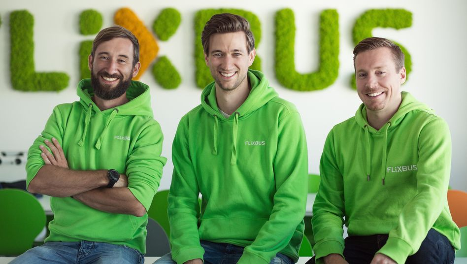 Im TCV-Portfolio: Fernbus-Einhorn Flixbus, dasDaniel Krauss, Jochen Engert und André Schwämmlein (v.l.) gegründet haben.