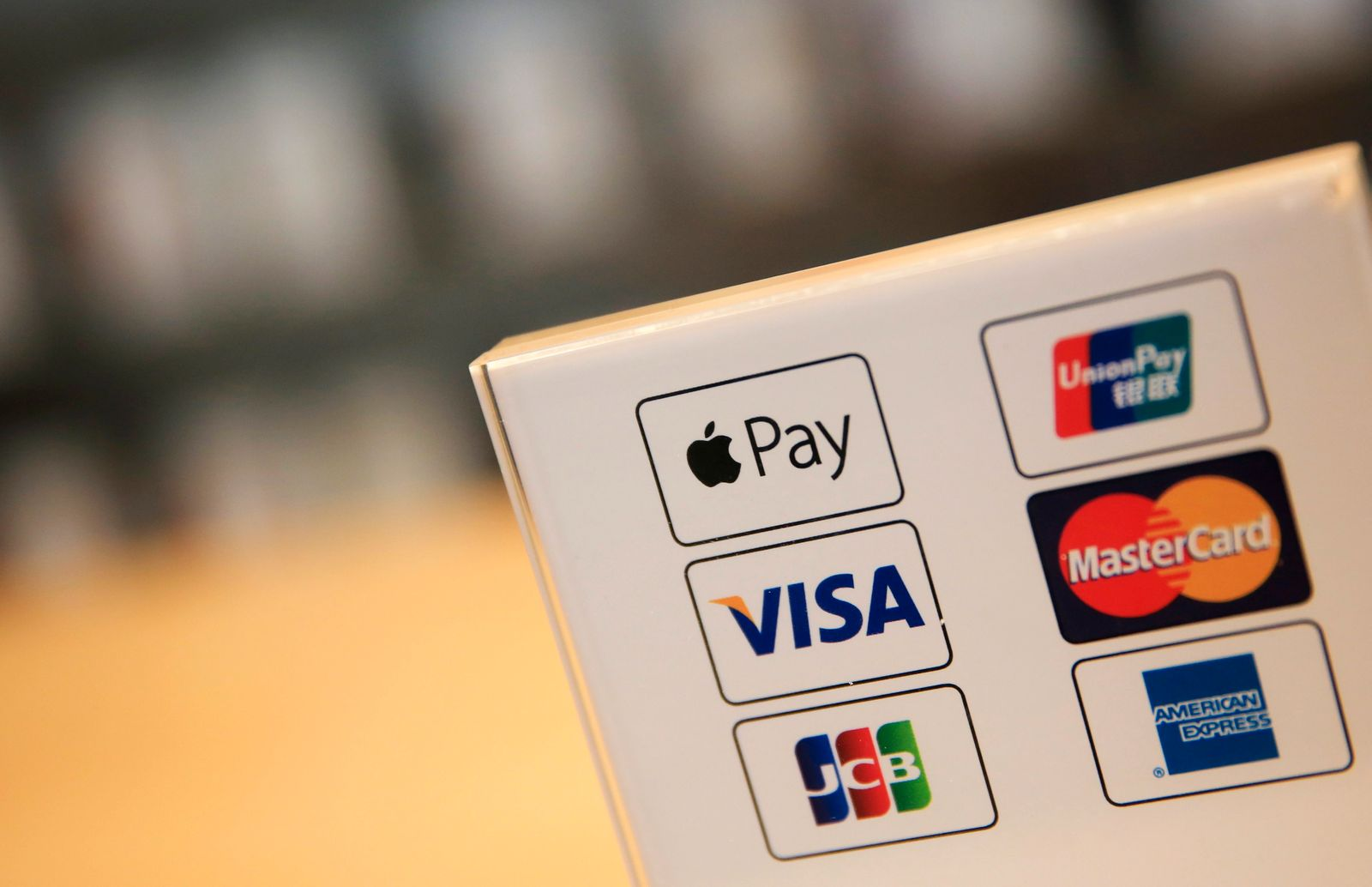 Apple launches mobile payment service Apple Pay in China