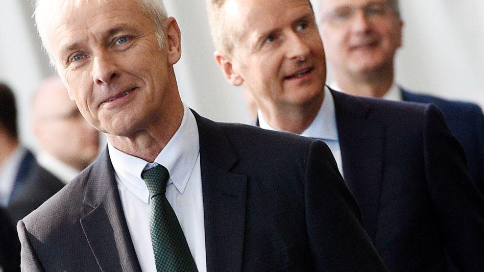 Herbert Diess, Matthias Müller (links): VW-Markenchef Diess ist Favorit für die Müller-Nachfolge