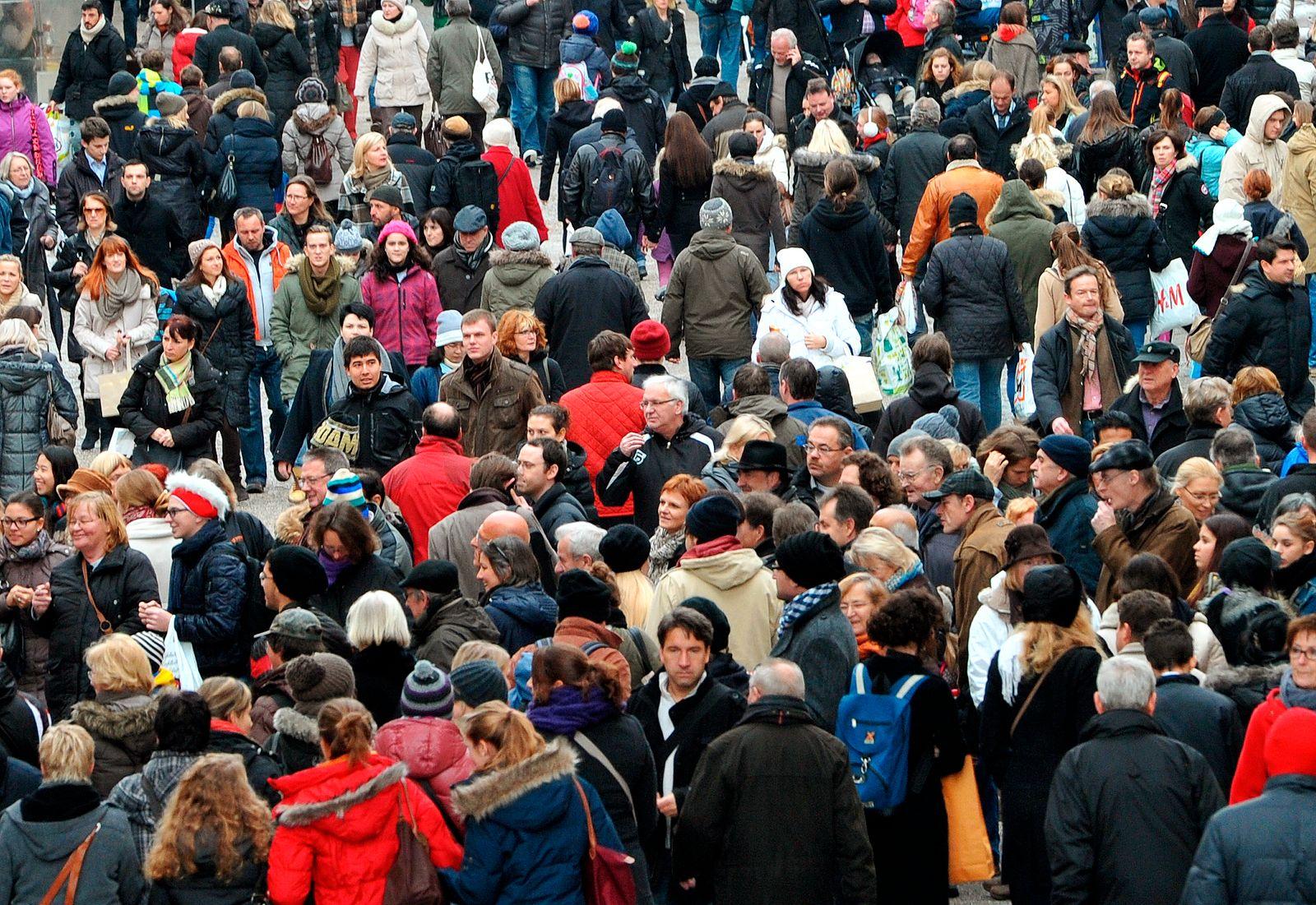 Einzelhandel / Aufschwung / Verbraucher / Einkaufen / Shoppen / Armut / Reichtum / Passanten / Konjunktur / Armut / Europa / Bürgerversicherung