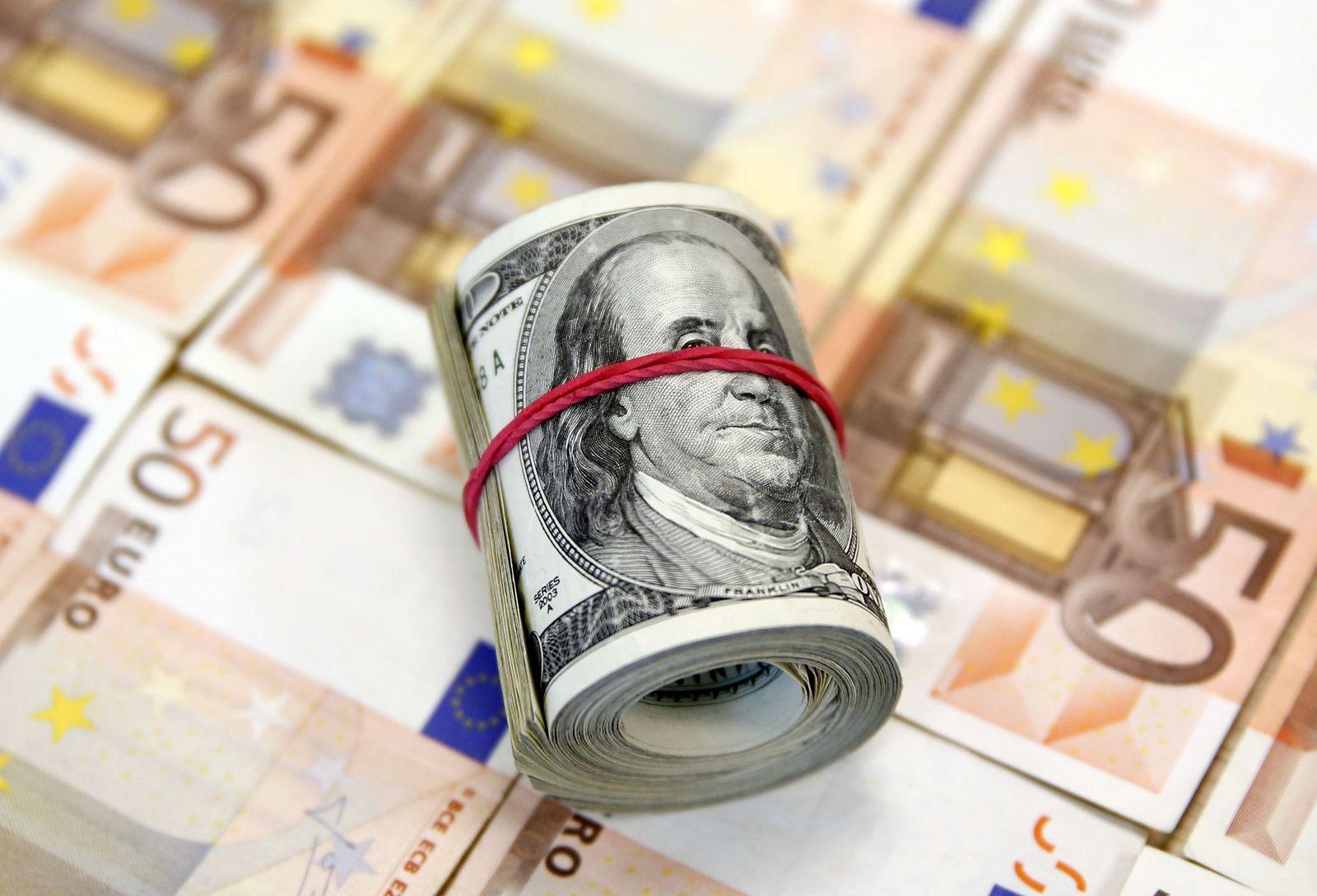 Euro / Euro-Scheine / Dolllar / Geld