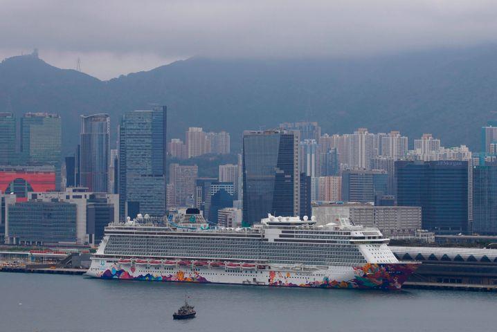 "Kreuzfahrtschiff ""World Dream"" am Kai Tak-Kreuzfahrtterminal in Hongkong"