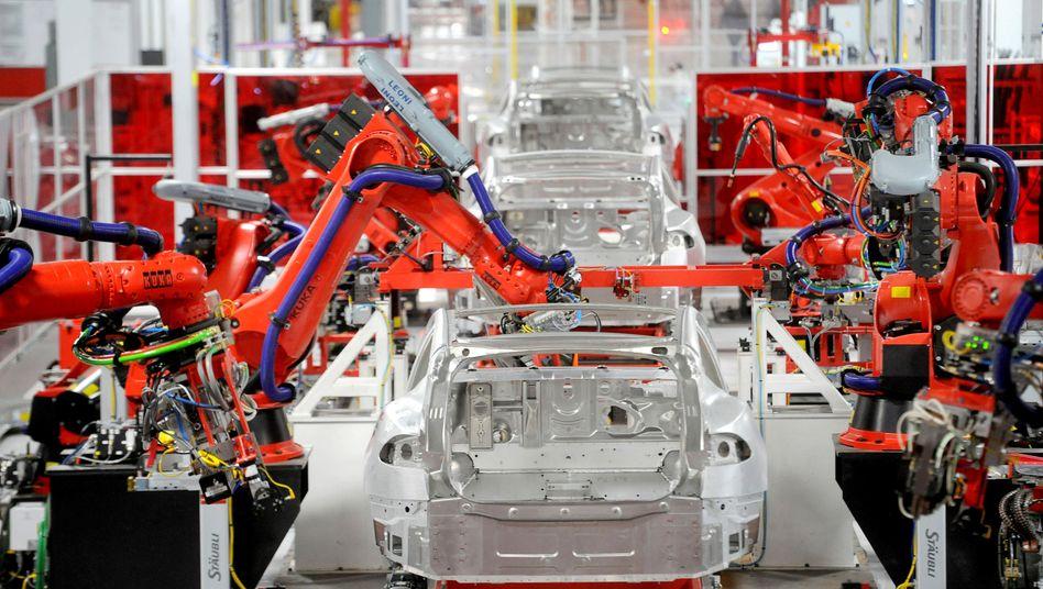 Tesla-Fabrik in Fremont: Die Probleme (hier Produktion des Model S) bei der Produktion des Model 3 reißen nicht ab