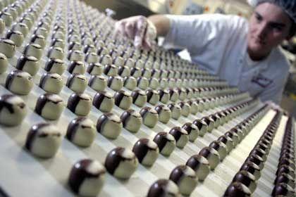 Halloren en masse: Qualitätskontrolle in der Fabrik in Halle
