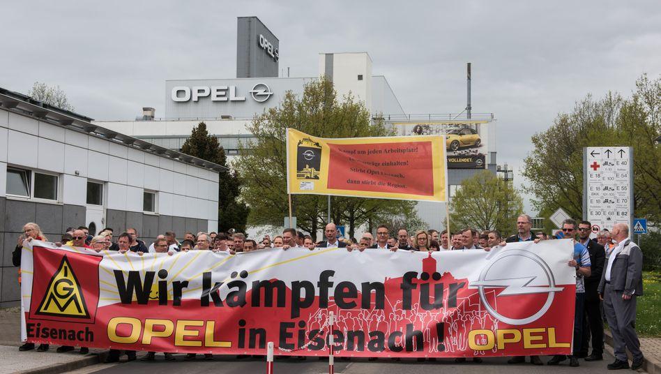 Protestkundgebung von Mitarbeitern des Opel-Werks Eisenach