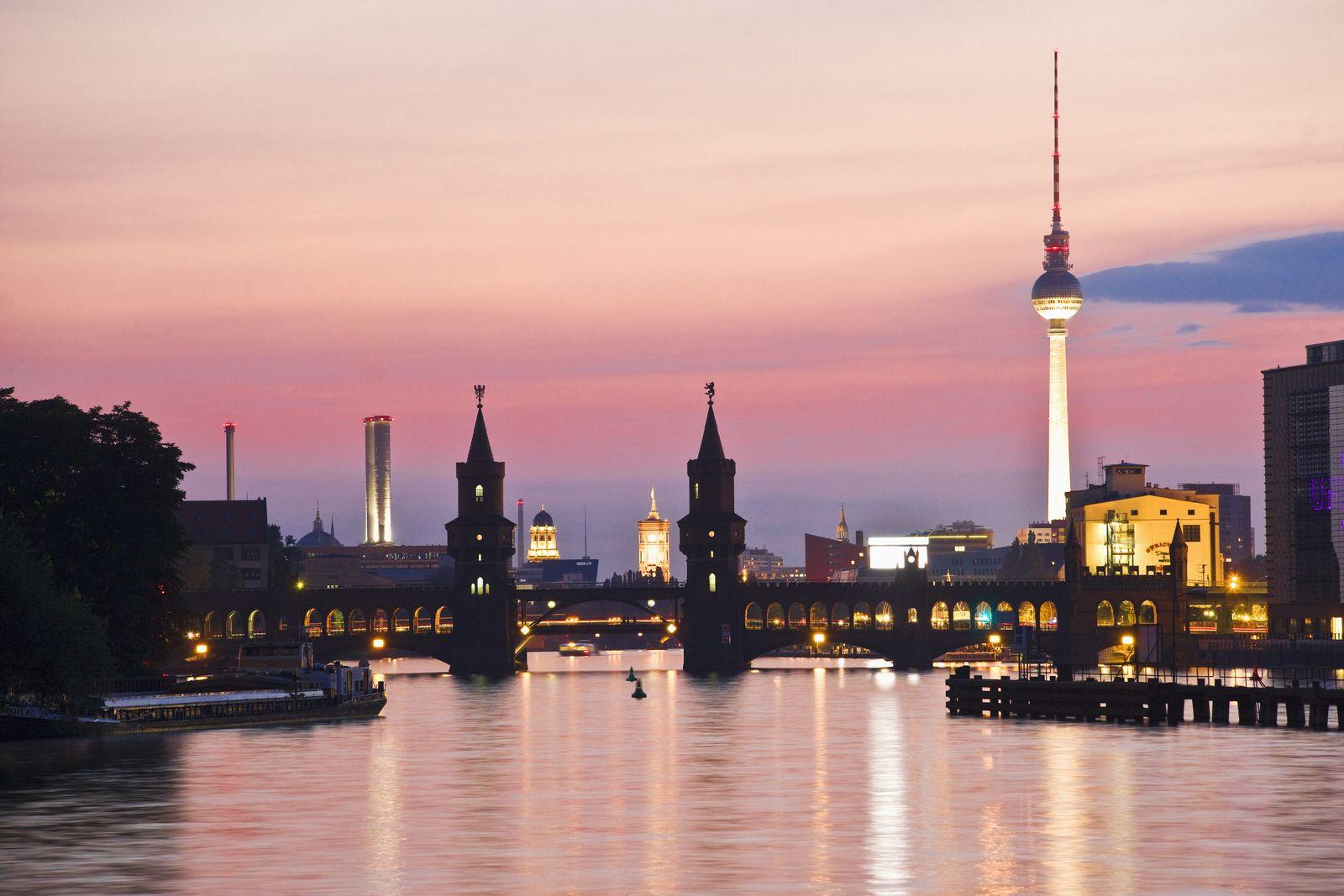 NICHT MEHR VERWENDEN! - Berlin Skyline / Spree / Kreuzberg / Abendhimmel