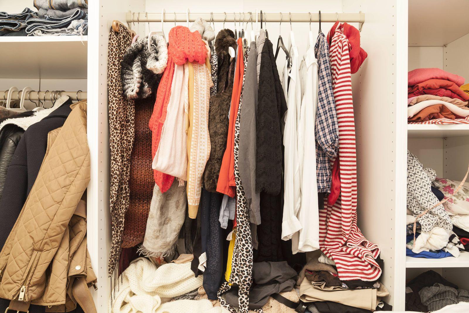 EINMALIGE VERWENDUNG Kleiderschrank / Ausmisten