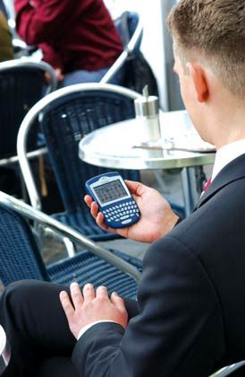Unverzichtbarer Begleiter: Viele Manager verlassen nicht ohne Blackberry das Haus - doch die Sicherheit der Geräte wird bezweifelt
