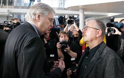 """Reilly (links), Betriebsratschef Franz (rechts): """"Beste Nachricht des Tages"""""""