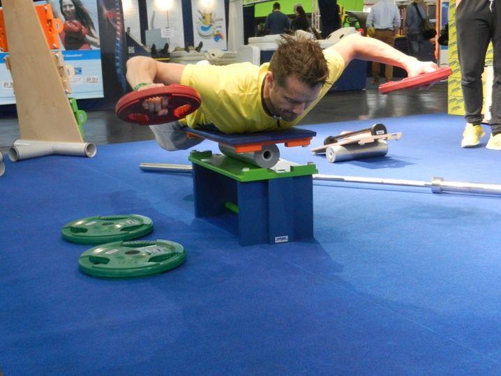 Wie wennze fliechst: Training auf der Wackelplatte Sypoba