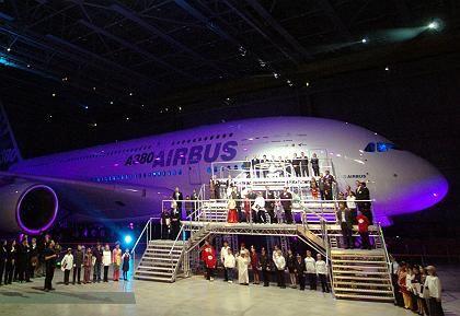 Streckversion soll 150 Plätze mehr haben: A380 bei der Präsentation in Toulouse
