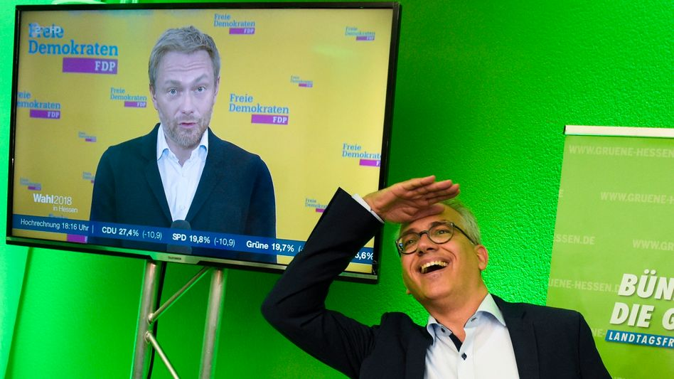 Tarek Al-Wazir, der Spitzenkandidat der hessischen Grünen, (im TV: FDP-Chef Christian Lindner)