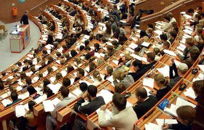 Unter Verdacht: Professoren sollen Schmiergeld angenommen haben