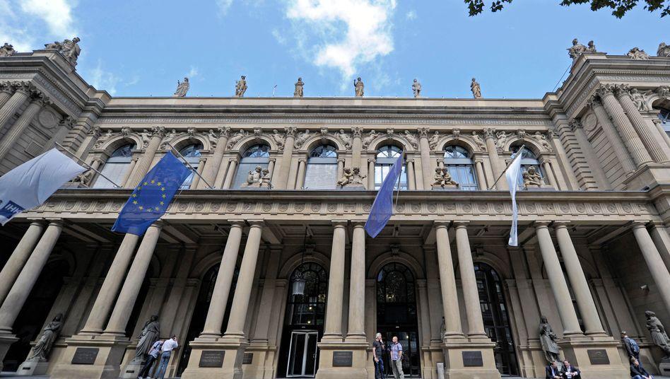 Deutsche Börse in Frankfurt am Main: Weitere Zugeständnisse wie ein Verkauf von Teilen des lukrativen Derivategeschäfts dürften die Ertragskraft schwächen