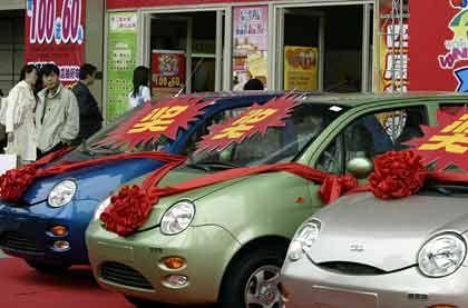 """Das chinesische Billigauto """"QQ"""": Personenwagen mit einem Verkaufspreis unter der 3000-Dollar-Grenze gewinnen immer mehr Marktanteile"""