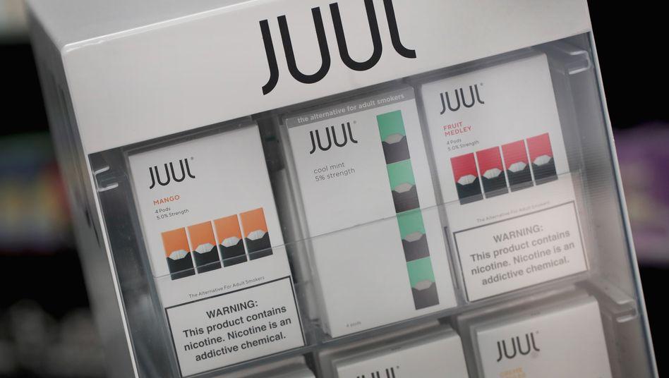 Mango, Mint, Frucht - E-Zigaretten von Juul mit Fruchtgeschmack gelten unter Kritikern als besonders gefährlich. Juul nahm sie rechtzeitig vom US-Markt und verhinderte somit aus Sicht auch anderer E-Zigarettenanbieter wohl Schlimmeres für die Branche.