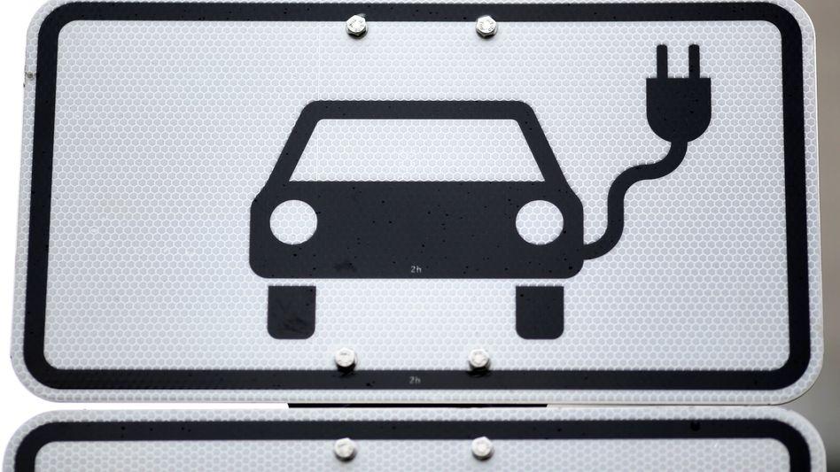 Elektroauto-Parkplatz: Auch beim aktuellen deutschen Strommix fällt die Energiebilanz der Stromer bereits positiv aus