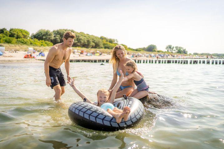 Planschen auf Poel - die Insel ist besonders bei Familien beliebt.