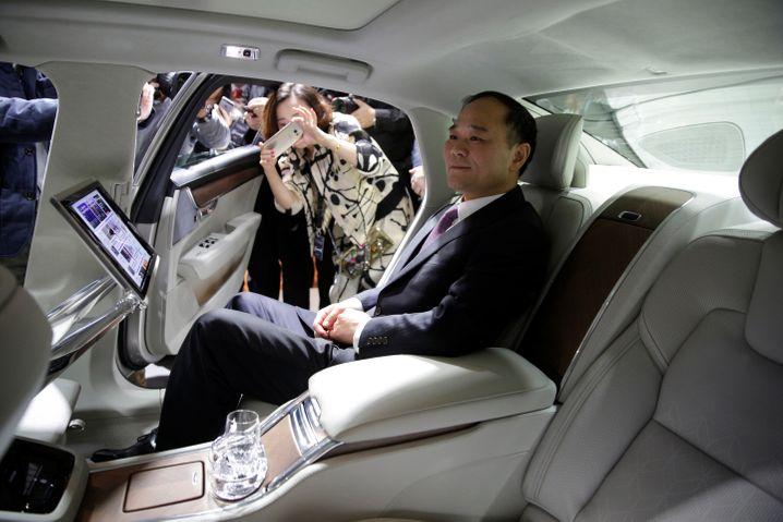 Chefplatz: Geely-Gründer Li Shufu präsentiert in Shanghai Volvos neue Luxuslimousine S90